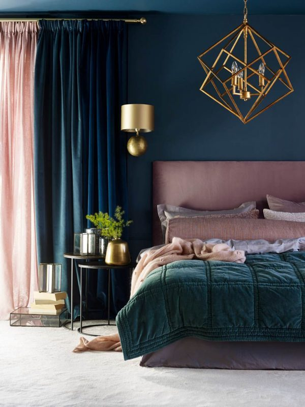 Bold-Color-Combination-Small-Bedroom