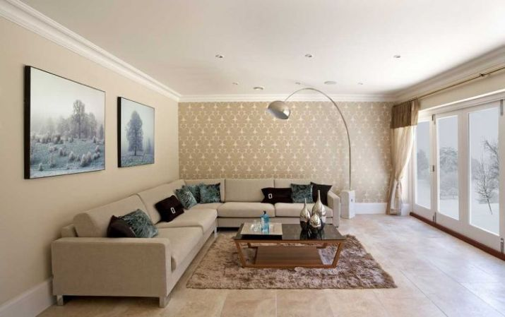 Elegant-living-room-with-artistic-nature-painting