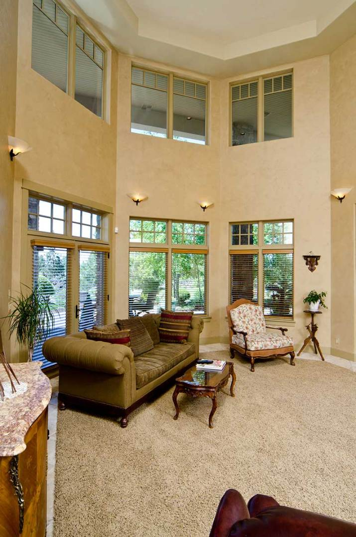 High-ceiling-living-room-with-carpet-floor