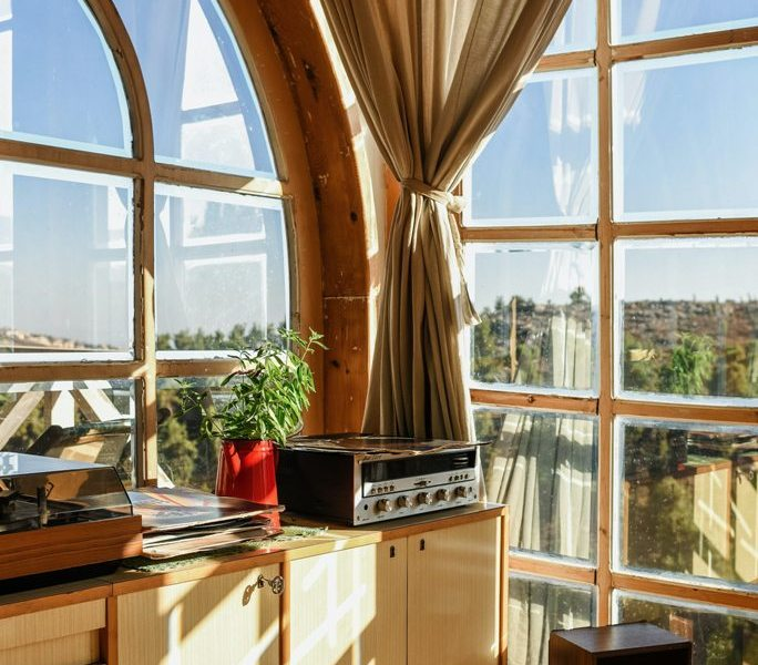 Glass-Only Replacement vs Whole Window Replacement – What to Consider