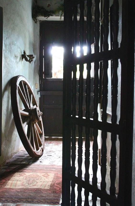 Gallery-Inn-Old-San-Juan-foerm-stable-door-by-Justine-Hand