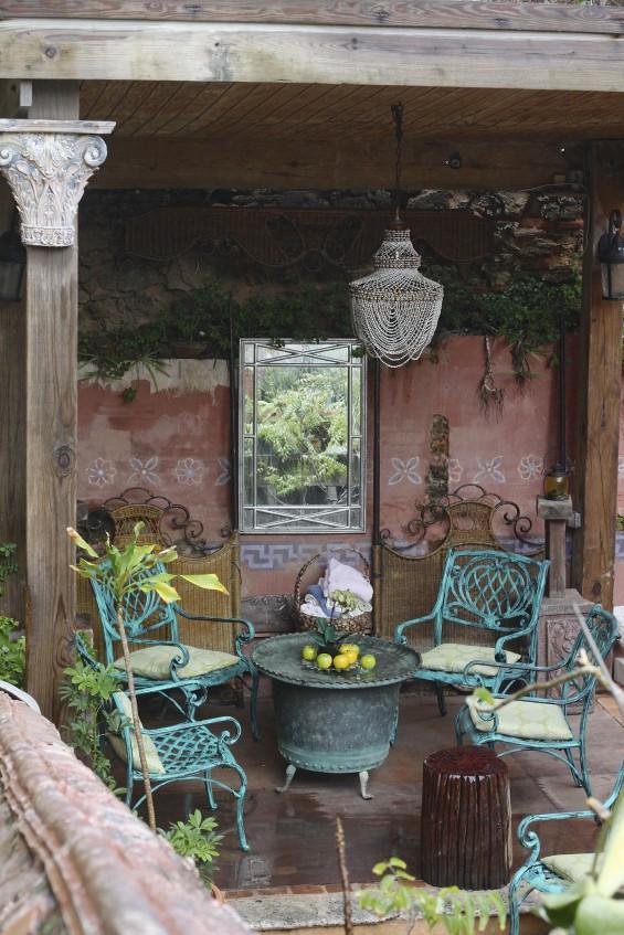 Gallery-Inn-Old-San-Juan-poolside-sitting-area-by-Justine-Hand