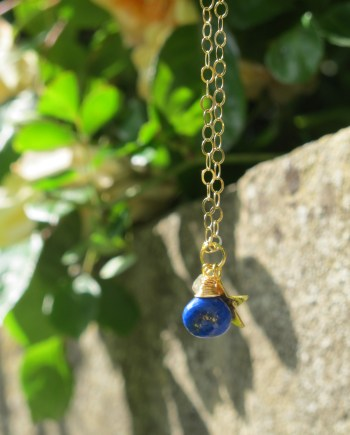 lapis lazuli necklace in gold