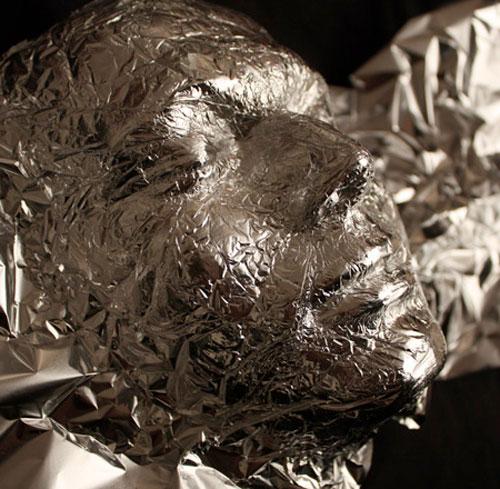 Aluminiumfolie kunst van Dominic Wilcox 4