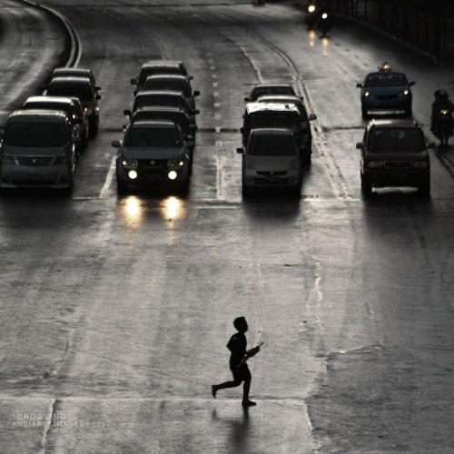 crossing urban photography