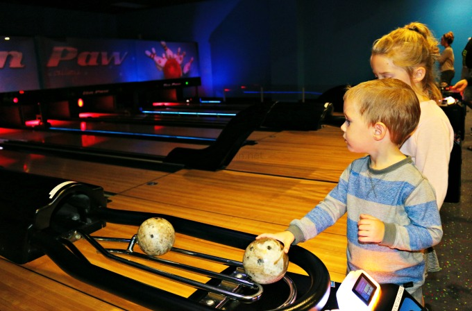 great_wolf_lodge_bowling