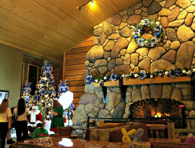 santa_at_the_great_wolf_lodge