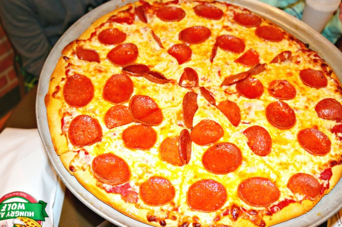 hungry_as_a_wolf_pizza