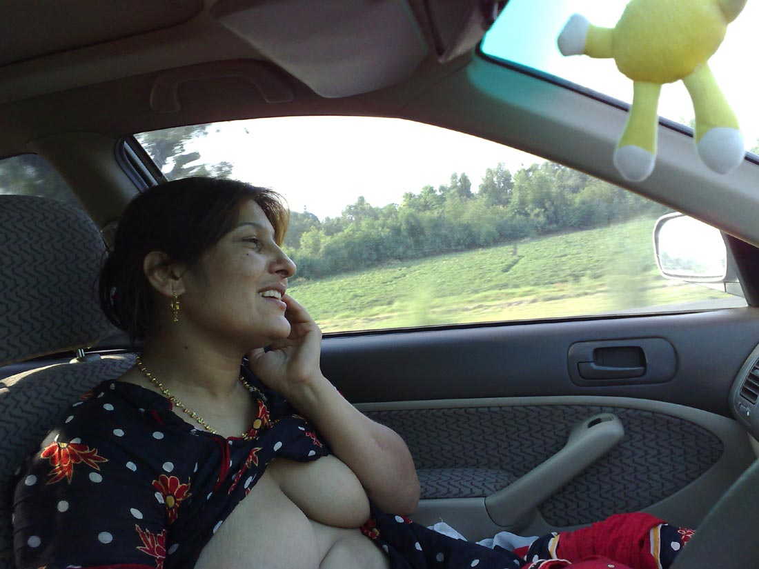 Real Indian Aunty Showing Boobs And Getting Nude At Car