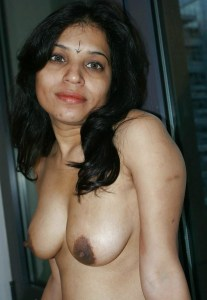 gorgeous-desi-indian-housewife-big-tits