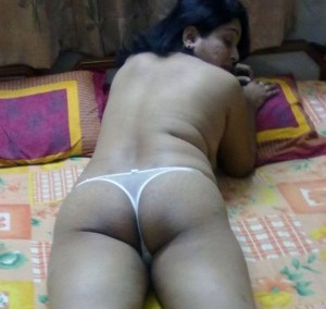 aunty busty ass hot pic