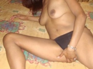 bhabhi naked boobs pic