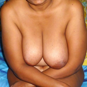 busty Indian hotties real naked photos