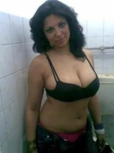 amateur indian wife naked tits pic