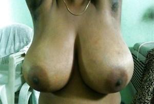 Amateur Aunty huge saggy tits nude