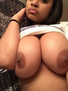 desi babe big breasts hot nude pic