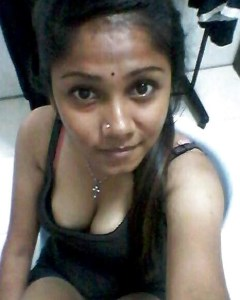 hot indian bhabhi selfie