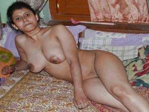 Amateur Babe full nude big boobs shaved pussy pic