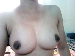 Amateur Babe perky big round tits nude pic