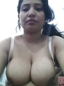Amateur Housewife nude big boobs image