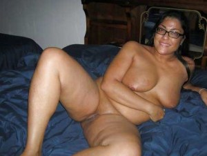 Desi Aunty big tits shaved pussy nude pic