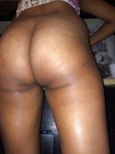 Desi Aunty nude big brown ass pic