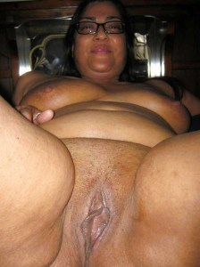 Desi Aunty wet horny pussy pic