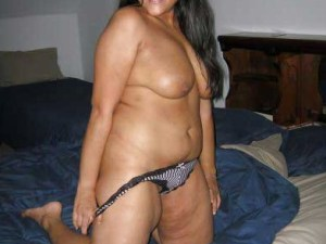 desi aunty stripping nude hot pic