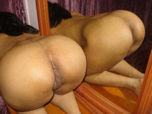 Sexy indian aunty booty
