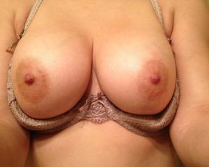 Desi round big boobs
