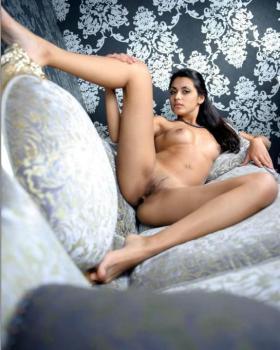 Full naked slim babe