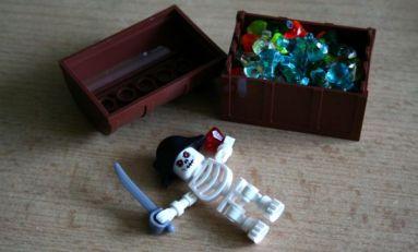 Pirate Code - truhla a kostlivec