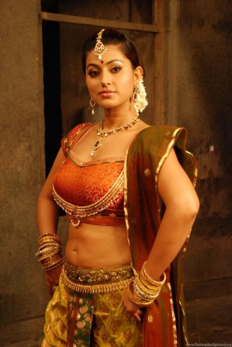 Sneha sexy South Indian actress navel show Height, Weight, Age, Body Measurement, Wedding, Bra Size, Husband, DOB, instagram, facebook, twitter, wiki