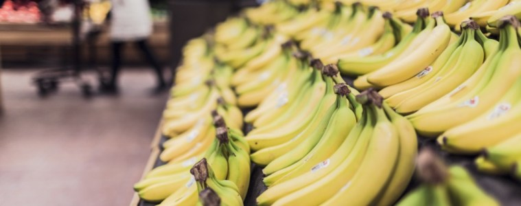 bananen in de supermarkt, gezond fruit