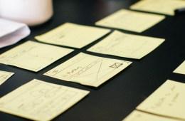 post-its voor aantekeningen of boodschappenbriefje, brainstormsessie