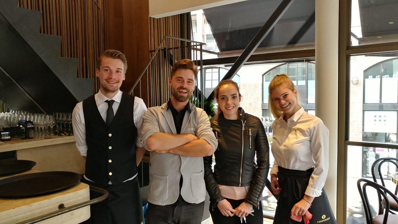 Stefan Dreize (tweede van links) met een deel van zijn team.