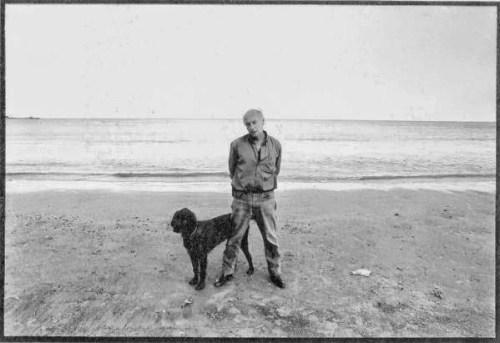 Eduardo Galeano y su perro Morgan / Fuente: http://delaberintosydeespejos.blogspot.mx/