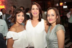 Marimarsel Atallah, Karina Ruiz y Carolyn Peguero.