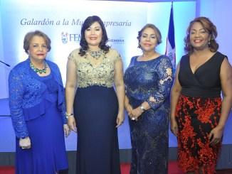 Nieves Colombani, Sulín Lantigua de Glass, Luisa de Aquino y Amarilys Duran.