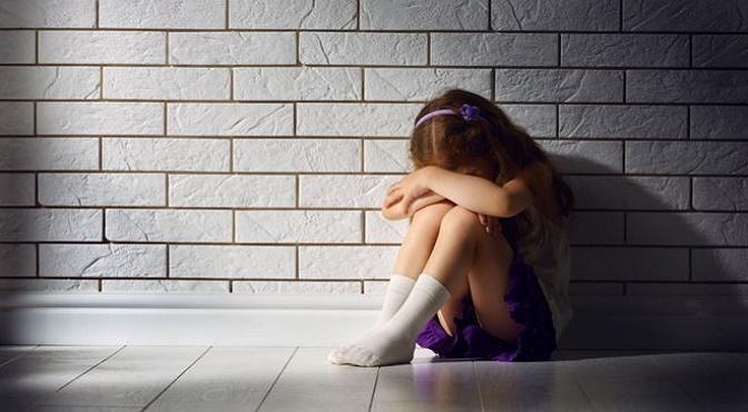 La niña de 10 años era abusada por el padre de su amiga y juntas lo filmaron por temor de que nadie les creyera.