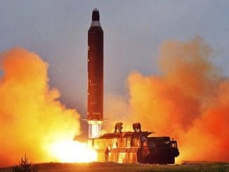 Imagen sin fecha del lanzamiento del misil Hwasong-10 publicada por la Agencia de Noticias de Corea del Norte el 23 de junio de 2016.