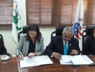 Kristin Kaper, Directora del Cuerpo de Paz en República Dominicana,Osmar Benítez, Presidente Ejecutivo de la JAD