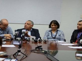 Funcionarios del Ministerio de Salud Pública mientras ofrecían ayer pormenores sobre el brote de intoxicación por consumo de clerén en la provincia Elías Piña.