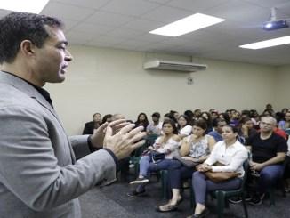 Rafael Selman durante la charla