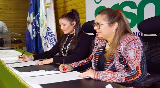 Plan Social y Servicio Regional de Salud Metropolitano firman convenio para fortalecer asistencia a familias de escasos recursos