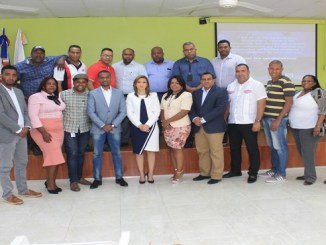 """La magistrada Rosalba Ramos junto a los periodistas que participaron en el encuentro, que fue realizado con ocasión del """"Día Nacional del Periodista""""."""