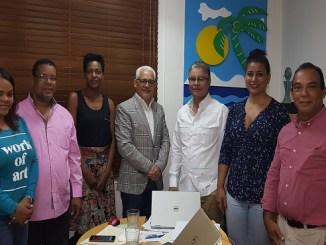 Luis José Chávez y otros directivos de Adompretur junto a José Antonio Aybar y Yubelkis Mejía