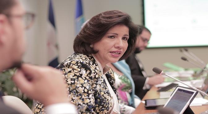 Vicepresidenta plantea reforzar políticas de protección social para combatir pobreza