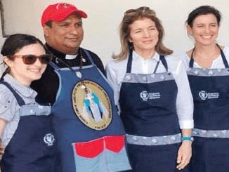 Caroline Schlossberg Kennedy, segunda de la derecha, hija del fallecido presidente estadounidense John F. Kennedy, viajó el sábado pasado a Cúcuta, en Colombia para palpar de primera mano la crisis en Venezuela