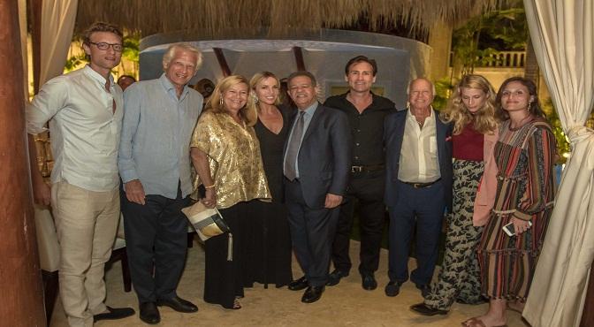 El ex presidente Leonel Fernández junto a Cristie Crociani Delrieu, esposa del empresario Nicolás Delrieu, quien le dedicó un agasajo en su residencia de Cap Cana junto al ex Primer Ministro francés Dominique de Villepin.
